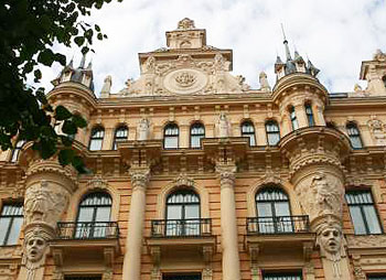 riga walking tour visit the art nouveau area in riga 2017